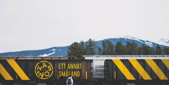 Platsen Nässjös logtoyp på ett tåg