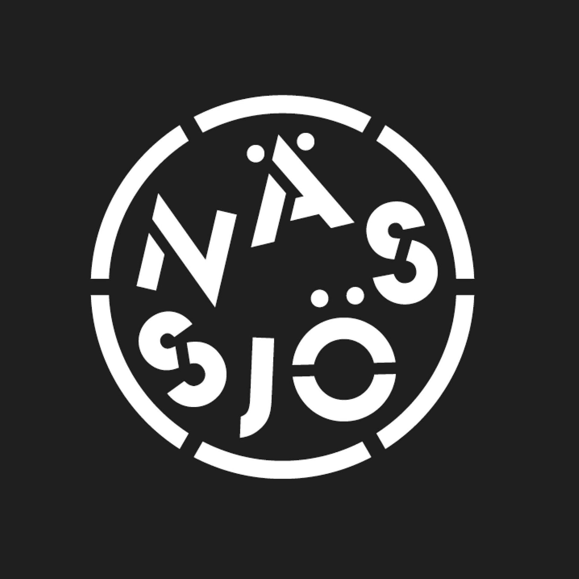 Nässjö vit logotyp på svart bakgrund